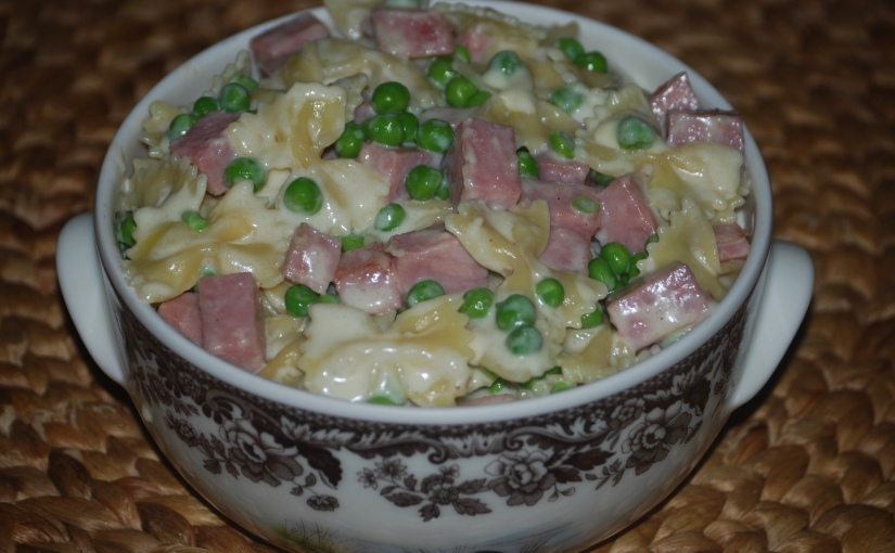 Pasta with Ham, Peas and Cream